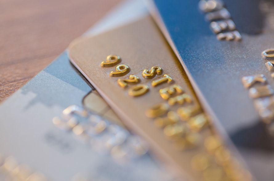クレジットカードを受け取れるのは本人のみ?注意点や本人確認の有無など