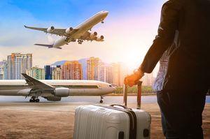 空港と男性