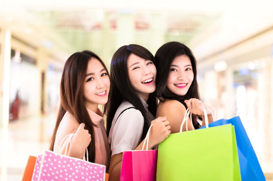 買い物をする女性達