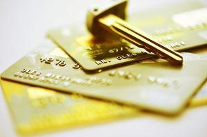 3枚のゴールドカードと鍵