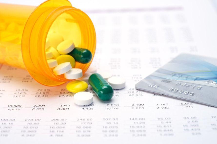 薬とクレジットカード