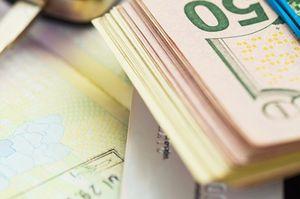 クレジットカードとドル札