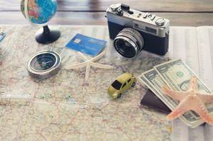 地図の上に載っているカード