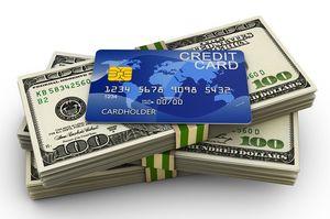 ドル札の上にクレジットカード