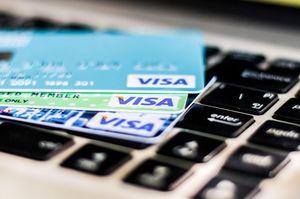 3枚のVISAクレジットカード