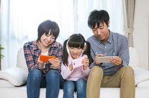 アプリを楽しむ家族