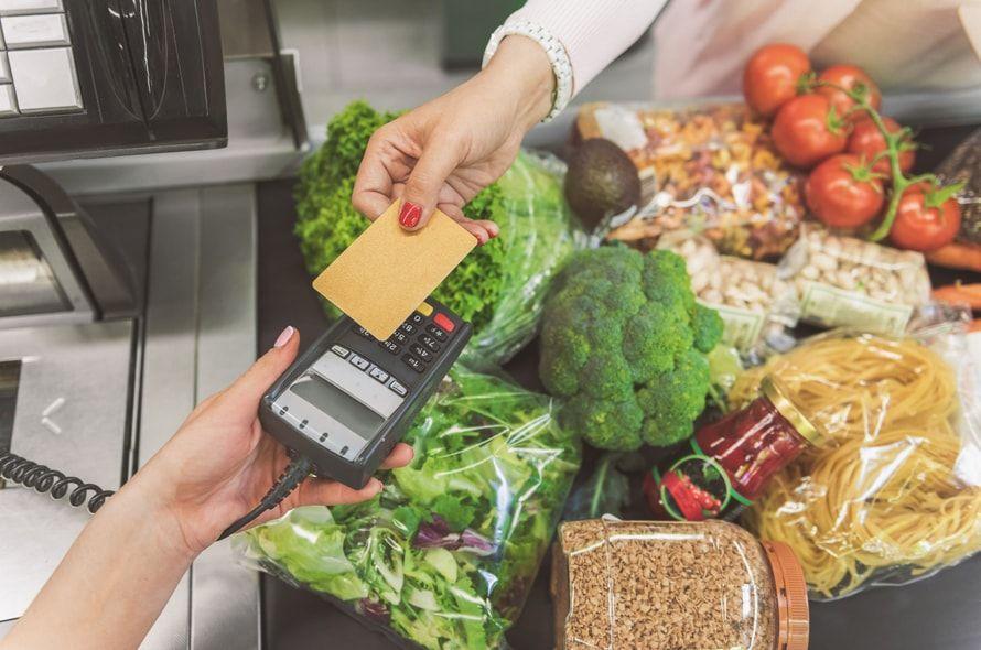 年末年始を賢く乗り切る!現金とカード払いを比較すると生活費の節約になるのはどっち?