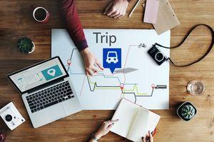 旅行を計画する人