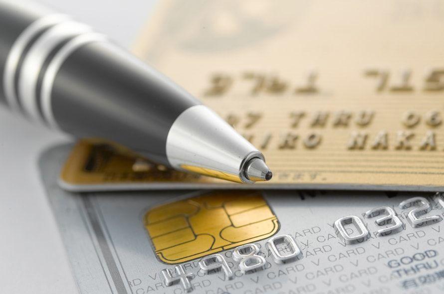 ペンとクレジットカード