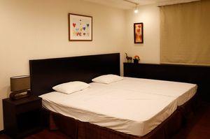 ホテルのダブルベッド