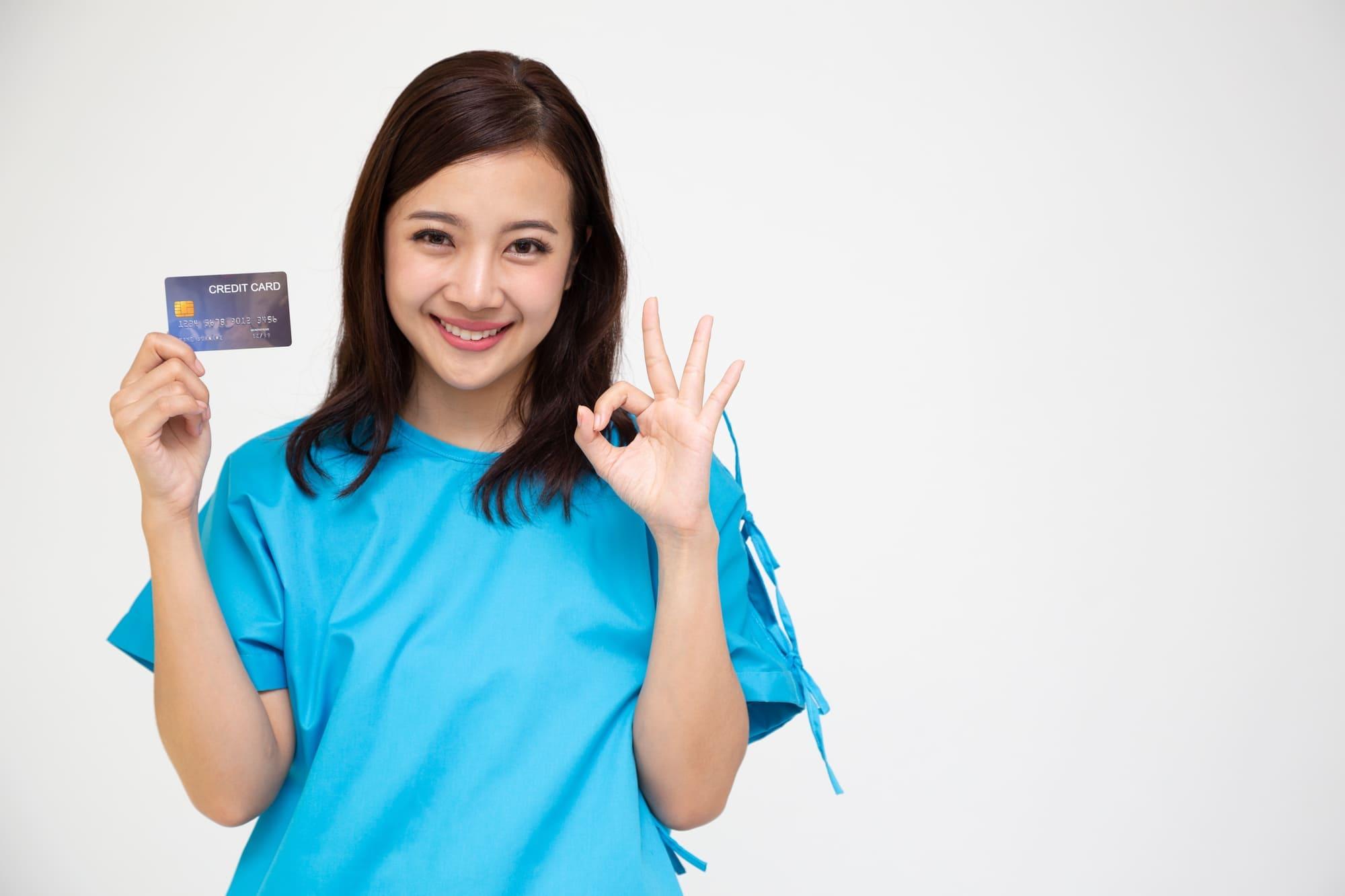 アメックスビジネスプラチナカードはメタル製に! 付帯サービスも徹底解説