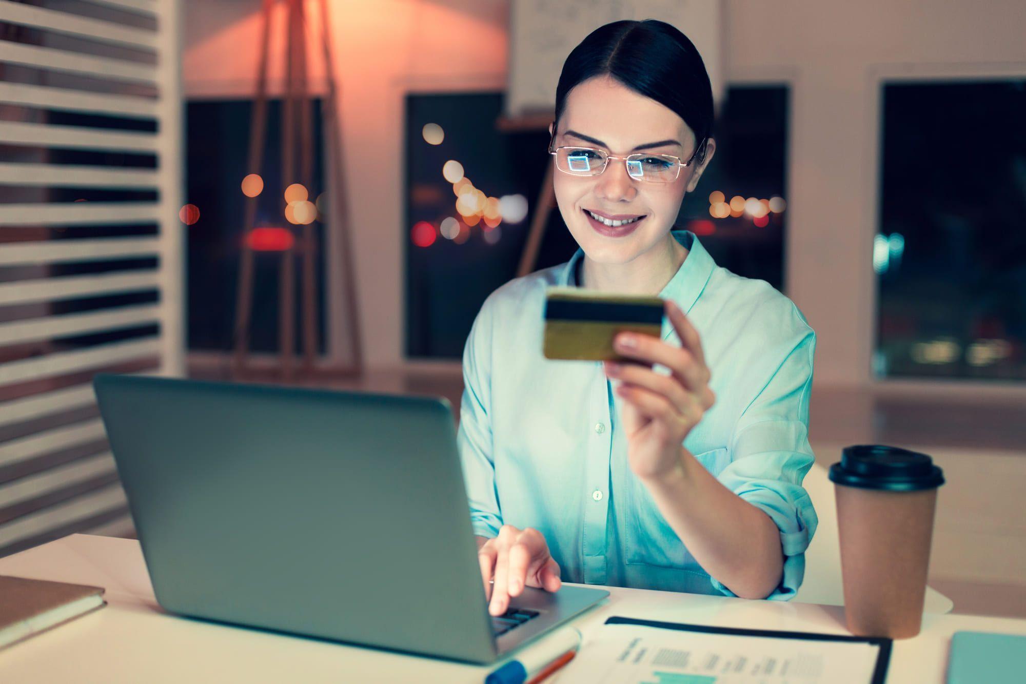 経営者がアメックスビジネスカードを選ぶ4つの理由!豊富な付帯サービス内容ご紹介