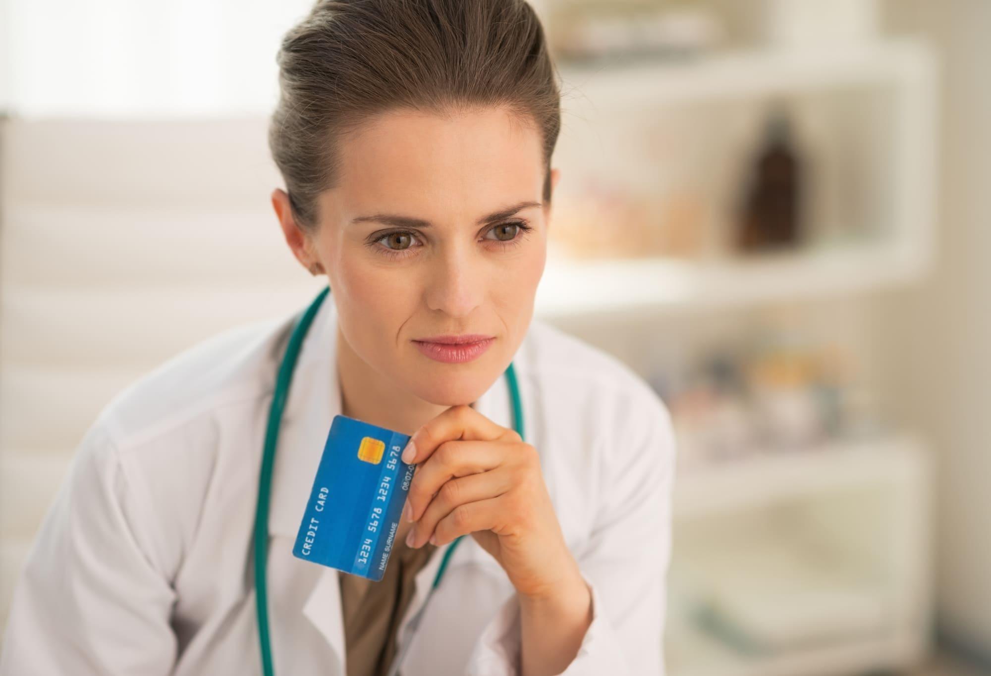 医療法人がクレジットカードを作るときのポイントは?メリット・デメリットとおすすめカード4選も解説