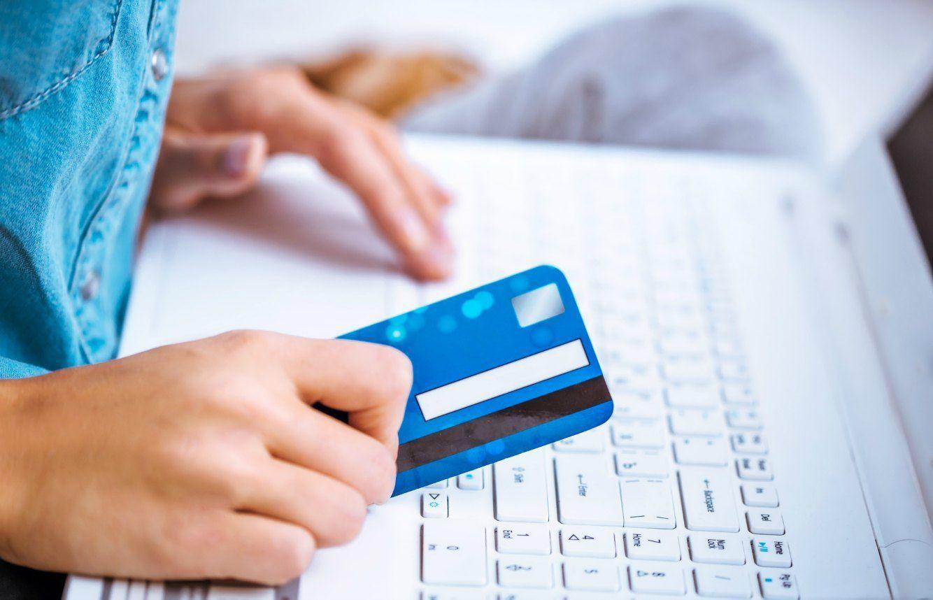 オンラインショッピングでクレジットカード決済をする