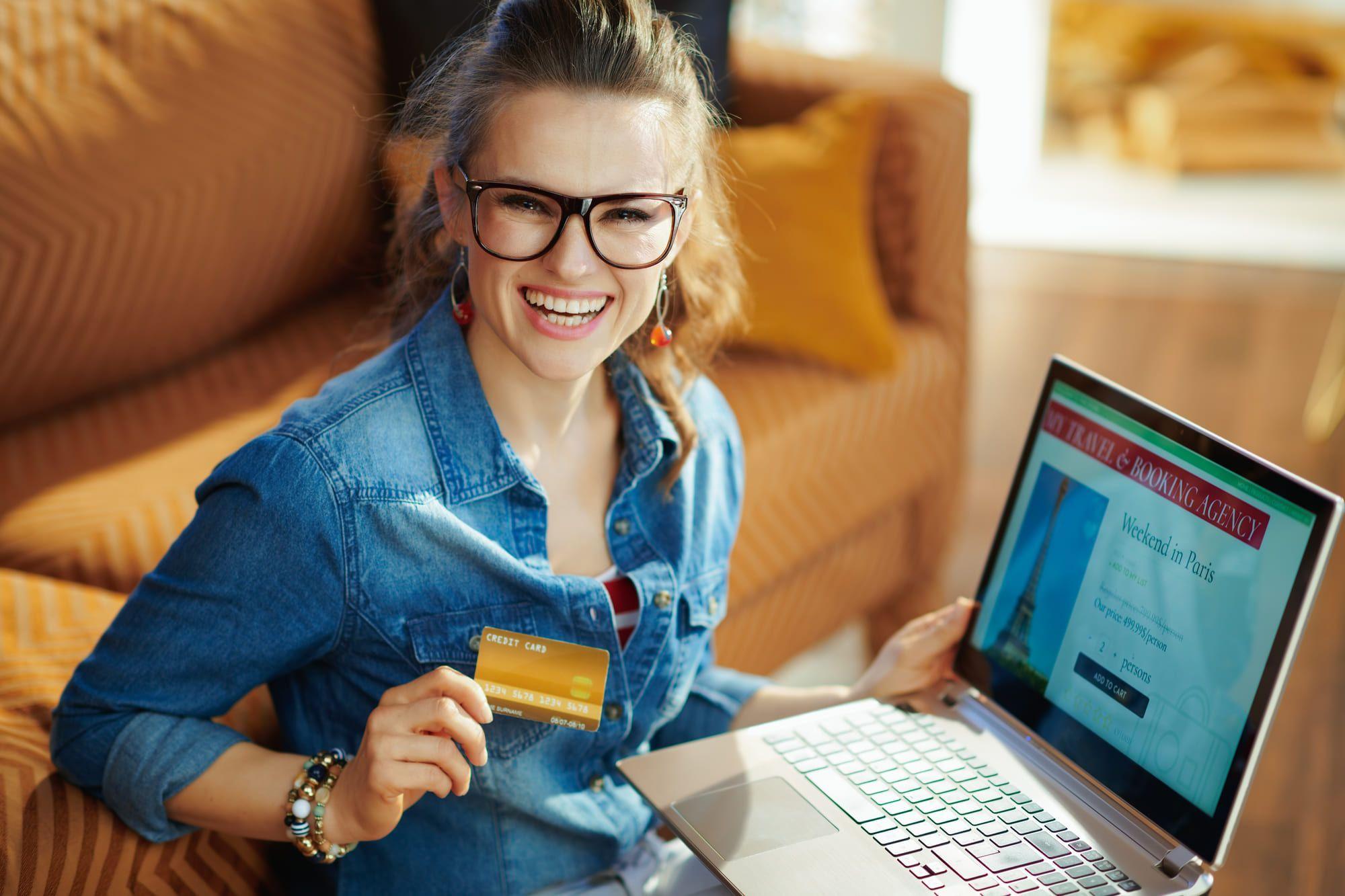 法人カードとは事業費決済のためのクレジットカード! 個人カードとの違いを徹底解説