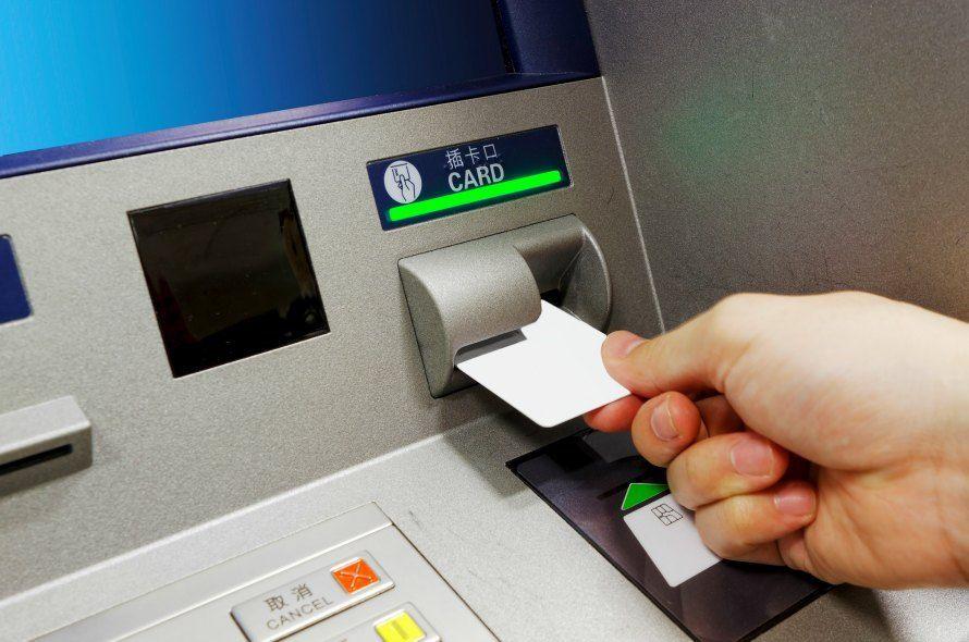 クレジットカードで現金を引き出す