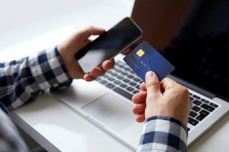 クレジットカードとスマートフォン