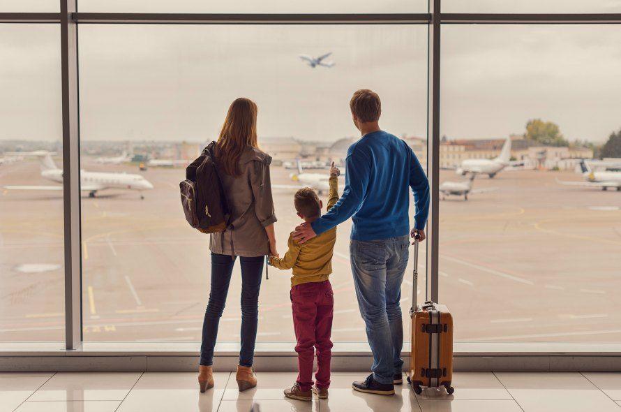 空港にいる家族