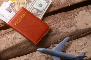 パスポートと飛行機