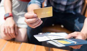 ゴールドカードを選ぶ夫婦