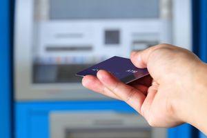 ATMとクレジットカード