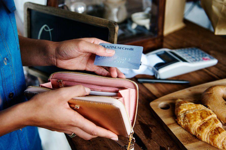 DCカードが発行するカードはおすすめ?ポイントやおすすめカードを解説
