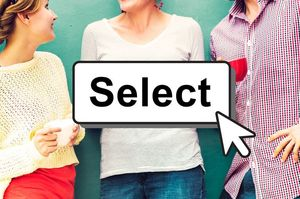 Selectボタンと女性達