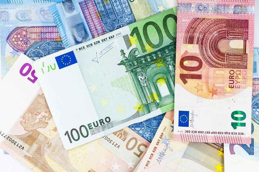 数種類のユーロ札