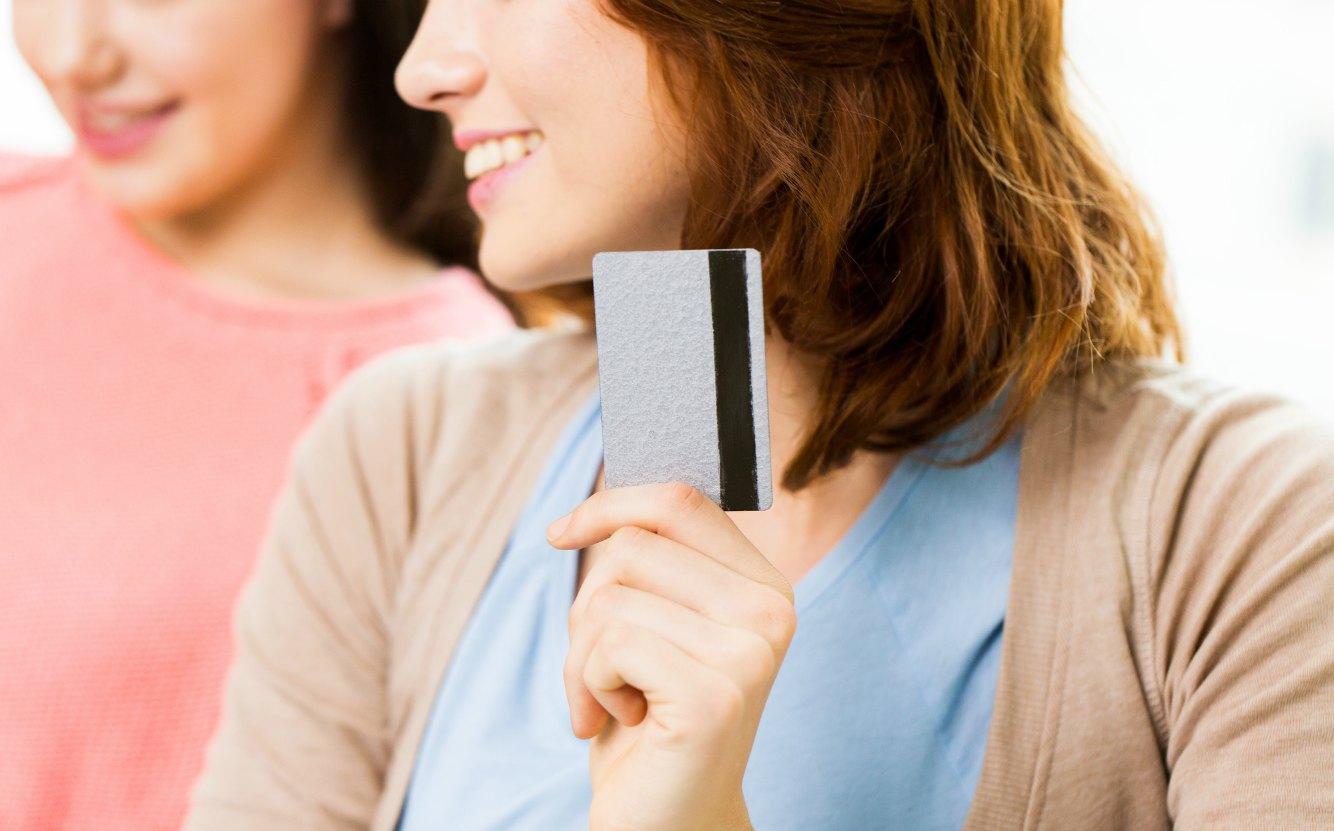 主婦がクレジットカードを持つなら!作りやすくてメリットたくさんおすすめカード3選を徹底解説
