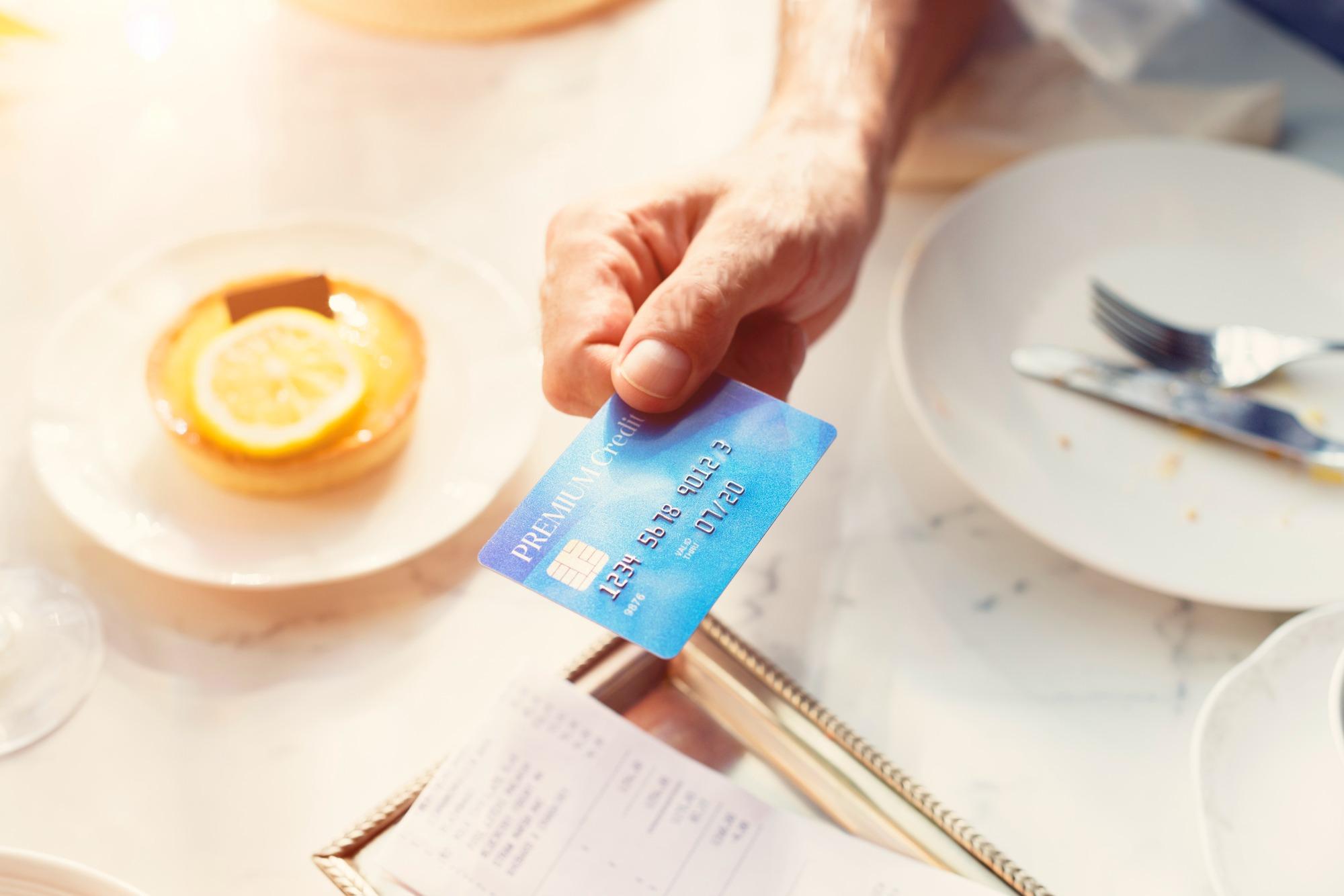 飲食店でクレジットカードを使う