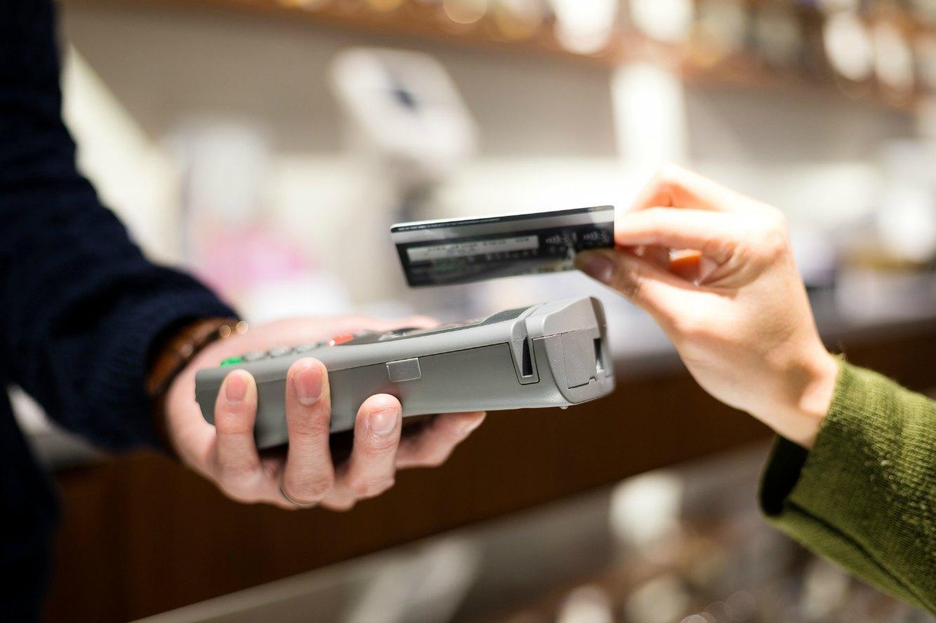クレジットカードの支払い方法と変更手続き、知っておけばピンチに役立つ!