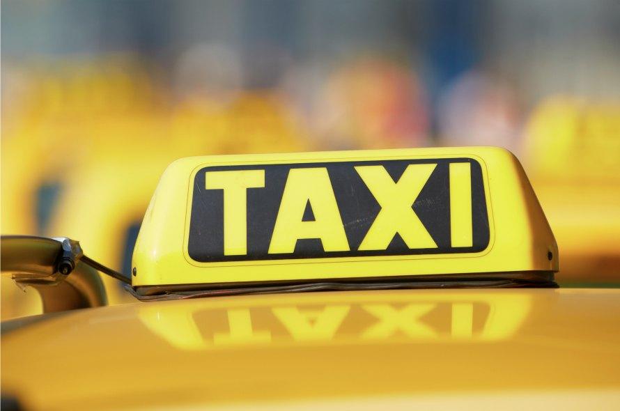 クレジットカードをタクシーで使いたい!クレカで上手に乗車する方法