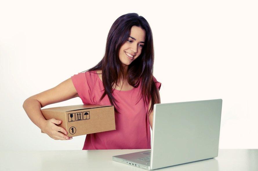 Amazonはデビットカードでも買い物できる?メリット・デメリットや注意点について解説