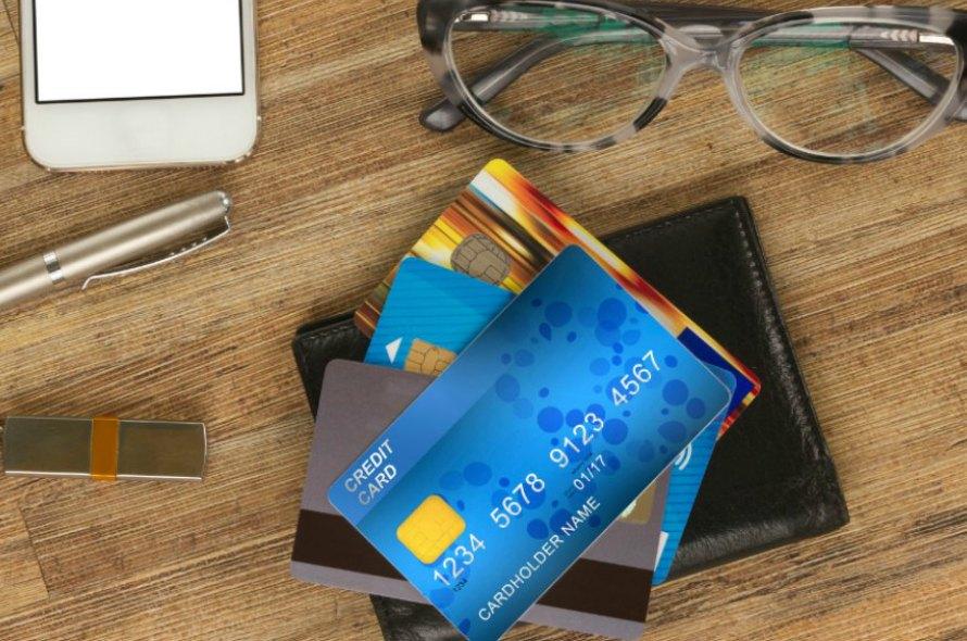 セブンイレブンでお得なクレジットカードを比較!各支払方法のメリットやデメリットを解説!