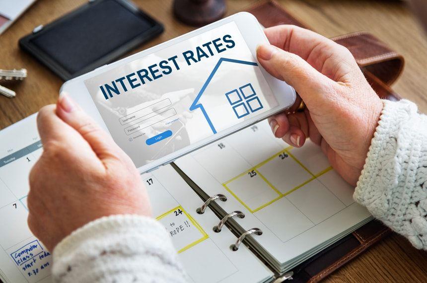 住宅ローン金利を比較!最新の金利動向から今借入/借り換えすべきか徹底解説!